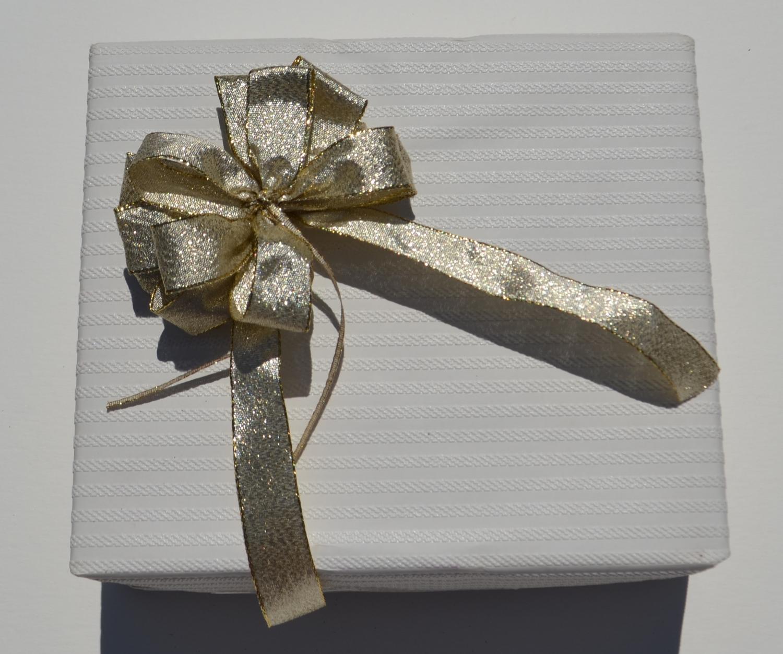 schleifenparadies geschenkschleife gold lurex lamee f r weihnachten und geburtstagschleife. Black Bedroom Furniture Sets. Home Design Ideas