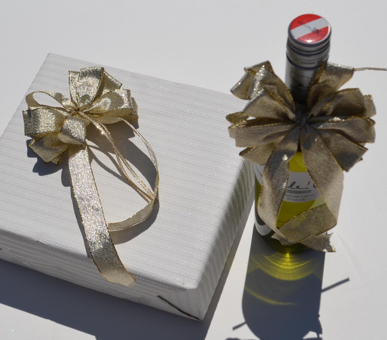 schleifenparadies geschenkschleife gold lurex lamee f r. Black Bedroom Furniture Sets. Home Design Ideas